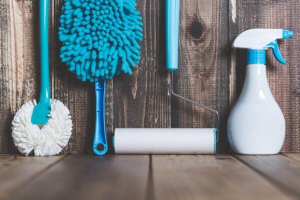 清掃用具(青と木目)の写真画像