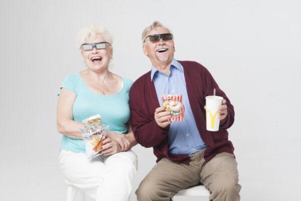 外国人シニア・高齢者のカップル:写真画像