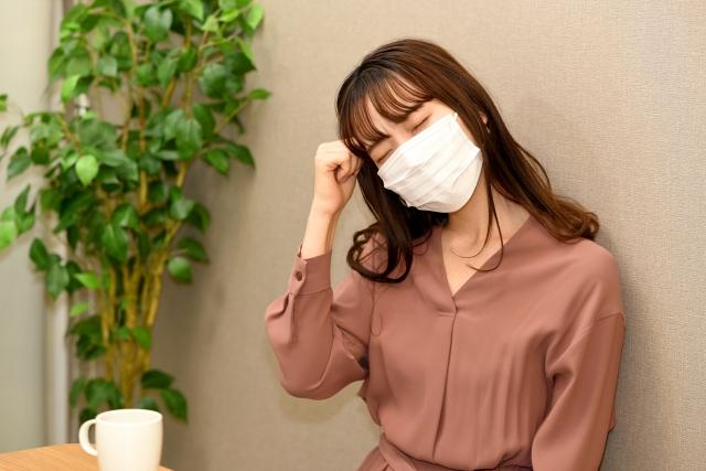 マスクの女性の写真画像